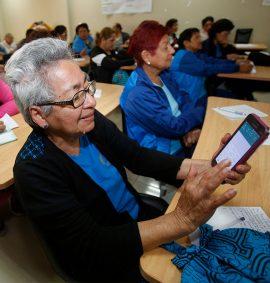 Taller de uso de Smartphones y Tablets para adulto mayor.